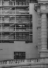 Naturhistorisches Museum (hedbavny) Tags: window fenster baustelle scaffold buildingsite renovierung fassade naturhistorischesmuseum säule planken gerüst aufgang naturhistorischesmuseumwien wienvienna österreichaustria naturhistorischesmuseumderstadtwien