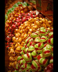 Bonbons (YaYapas) Tags: france 50mm drops frankreich dof candy depthoffield süssigkeiten schärfentiefe candyshop tiefenschärfe d80 süsswarenladen frankreich2012