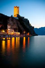 Castello Scaligero di Malcesine (Tor Olav) Tags: longexposure italy cliff lake reflection castle evening lowlight dusk castello malcesine magichour lakegarda aftersunset summernight
