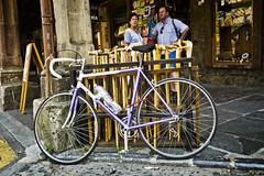 1500cc CantaBiKE (Walimai.photo) Tags: bike bicycle bottle village candid pueblo bicicleta sed thirsty cantabria botella potes robado sedienta