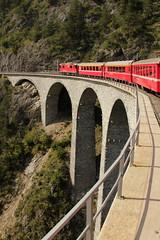 SLMNr 5264 : Zug der räthischen Bahn mit RhB Lokomotive Ge 4/4 II 623 Bonaduz unterwegs auf dem Landwasserviadukt / Landwasser Viadukt ( Brücke / Bridge / Pont ) auf der Albulabahn im Kanton Graubünden in der Schweiz (chrchr_75) Tags: hurni christoph schweiz suisse switzerland svizzera suissa swiss chrchr chrchr75 chrigu chriguhurni 1209 september 2012 albumbahnenderschweiz2012712 zug train juna zoug trainen tog tren поезд lokomotive паровоз locomotora lok lokomotiv locomotief locomotiva locomotive eisenbahn railway rautatie chemin de fer ferrovia 鉄道 spoorweg железнодорожный centralstation ferroviaria chriguhurnibluemailch albumgraubünden kanton kantongraubünden graubünden grischun grigioni grisons albumbahnbrückenderschweiz eisenbahnbrücke brücke bridge pont rhb rhätische bahn albumrhätischebahn treno landwasserviadukt viadukt hurni120911 albumbahnslmschweizerischelokomotivundmaschinenfabrikwinterthur slm slmnr