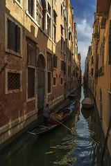 Venise 2016 (PatGentil) Tags: venise italie canal ciel nuages maisons gondoles