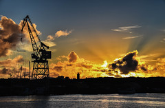 Sunset (Maria Eklind) Tags: gtalv lillabommen sky himmel silhouette sunset gothenburg gteborg cityview solnedgng sweden goodmorninghotel crane europe city clouds vstragtalandsln sverige se