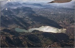 Annecy Lake (Elanor82) Tags: canon eos 700d 18135 annecy lake lago jezero avionom zrakoplov aereo airplane france francia montagna mountain planine mjesto selo paese country