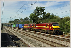 90035 & 90037, Cathiron, 4M25 (Jason 87030) Tags: scabby skoda 90035 90037 ews dbschenker cathiron trentvalley wcml rugby warwickshire crick dirft daventry mossend 4m25 august 2016 freight cargo containers working train railway tracks wires loco engines acelectric class90 greatbritain computer visiting effect exhibition portfolio camera shot site photostream presented filejpgpresentation fascination extreme visit display vista weather season unitedkingdom media amateur