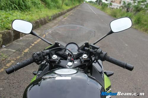 2012-Honda-CBR150R-23