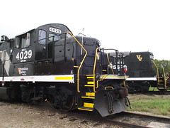 The Hens Cackle it up (shortlinelover) Tags: cn rr valley vermilion shortline highnose geeps ibcx