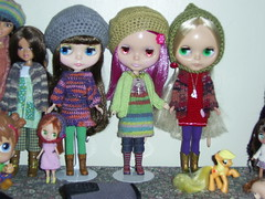 Blythe girlies in yarny goodness