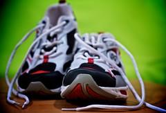 wir werden sportlich (Basileia Gorgo) Tags: camera canon germany deutschland shoe eos 50mm sneakers clothes dslr product kamera schuh kleidung produkt spiegelreflex niftyfifty 550d eos550d