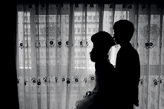 Wedding (HIKARU Pan) Tags: wedding bw photography blackwhite kiss asia shanghai documentary silhouettes indoors backlighting china1 35l canonef35mmf14lusm 5d2 gettychinaq3