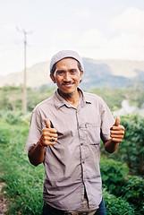 Thumbs up (pacco_racco) Tags: bali sidemen indonesia color kodakporta400 leicasummicron35mmf20asph