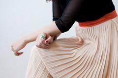 Faldas plisadas: un movimiento muy femenino (revistaeducacionvirtual) Tags: accesorios colorespastel estilo metalizados movimiento ropa tonalidades