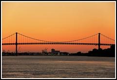 Soleil couchant sur le pont d'Aquitaine (Les photos de LN) Tags: bordeaux aquitaine gironde portdelalune pontdaquitaine fleuve garonne coucherdesoleil sunset lumire couleurs ciel soirdt crpuscule nature paysage