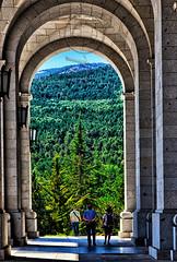 Los cados en el Valle (mArregui) Tags: wwwarreguimeluscom marregui nikon valle valledeloscados loscados cados franco historia posguerra madrid comunidaddemadrid arco arquitectura ventana