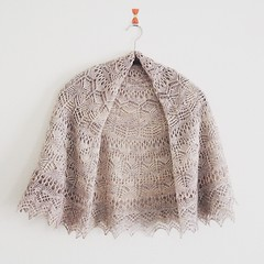 LUCCA (Marguerite*) Tags: knit knitting ravelry shawl craft