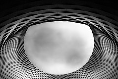 Das Auge / The eye (ku.keser) Tags: black blackwhite building closeup cloud gebaeude nahaufnahme schwarz schwarzweiss structure struktur weiss white wolken
