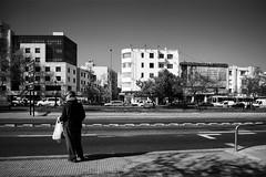Santiago de Chile (Alejandro Bonilla) Tags: santiago chile street city urban bw blancoynegro bn blackandwhite black barrido reginmetropolitana ciudad calle chilenos callejero manuelvenegas minolta monocromo monocromatico