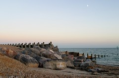 Moonrise (***annie***) Tags: moon moonrise sky beach sea coast rocks groyne island hayling