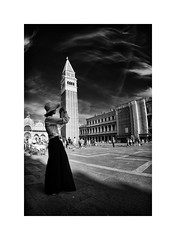 "Admiring Venice (Carlo ""Granchius"" Bonini) Tags: venice venezia biancoenero piazzasanmarco turista carlobonini nikond300 samyang8mm"