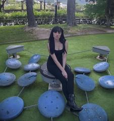Posando en el parque (Ivn.Gnell) Tags: pose retrato alcoy alicante provincia espaa naturaleza urbano ciudad alba cmara digital finepix fujifilm f550exr exterior atraccin
