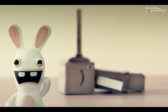 Day 131 - Plunger-Shot Bwaaaaah (Shaid || Khan) Tags: rabbit japan canon project germany toy toys photography photo amazon foto manga picture pic figure carton 365 figurine bild digitalphoto plunger figur projekt figuren raving yotsuba danbo spielfigur 600d project365 rabbids revoltech flickrcolour danboard