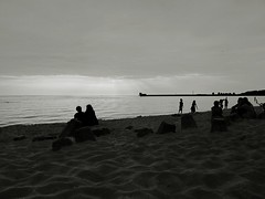 helska plaża od strony zatoki (macd0t) Tags: street bw white black canon candid poland hel g12 macd0t