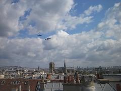 Parade du 14 juillet (Sylke Ibach) Tags: paris notredame ciel avion toits
