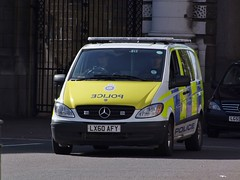 BTP A82 (kenjonbro) Tags: uk england white london 120 westminster mercedes transport trafalgarsquare police mercedesbenz british charingcross 2010 sw1 vito cdi swb a82 britishtransportpolice fujifilmfinepixs100fs kenjonbro lx60afy