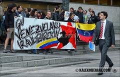 (Soniko   Kaleko Begiak) Tags: en al venezuela country pueblo cuba bilbao hugo revolucion basque vasco euskadi chavez pais venezolano concentracion elecciones euskal herria apoyo