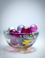 20120112_29186b (Fantasyfan.) Tags: light white macro glass topv111 bath colorful bowl marbles simple fantasyfanin tuplapostaus
