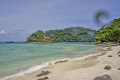 DSC09313 (andrewlorenzlong) Tags: beach water thailand boat sand kohchang kohrang kohrangyai korangyai