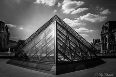 //|\ (christelerousset) Tags: lelouvre paris pyramide france muse nb bw noiretblanc blackandwhite gomtrie geometry graphique