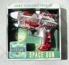 Alien Planet Space Gun With Working Lights And Sounds By ITP Imports - 1 Of 6 (Kelvin64) Tags: alien planet space gun with working lights and sounds by itp imports
