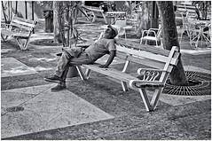 Bonitos Sueos (Beautiful Dreams) (Samy Collazo) Tags: canonlld21955leicacopy industar22f35 kodaktrix400 bancos benches banco sanjuan oldsanjuan viejosanjuan puertorico bn bw siesta nap