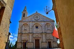La Cattedrale dell'Assunta (giannipiras555) Tags: cattedrale pienza toscana bandiera tricolore italia