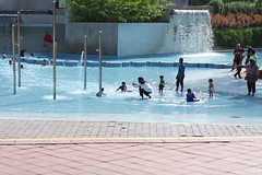 (yangkuo) Tags: lagoon baby playground coolblue klcc park pool water fun children kids family