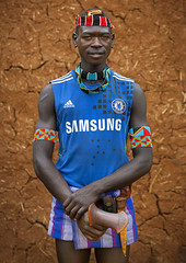 Bana man with Chelsea FC shirt in Key Afer, Ethiopia (Eric Lafforgue) Tags: africa portrait people color vertical outside outdoors photography necklace football day culture samsung tribal pillow adobe omovalley tradition ethiopia tribe ethnic bizarre oneperson tribo confidence chelseafc hornofafrica ethnology omo eastafrica thiopien tribesman ethiopie realpeople footballshirt colorimage lookingatcamera waistup  keyafer africanethnicity pastoralist ethiopi  etiopien etipia   snnpr chelseashirt 9927    oneadult    southernnationsnationalitiesandpeoplesregion sleeveshirt ethiopianethnicity thiopien