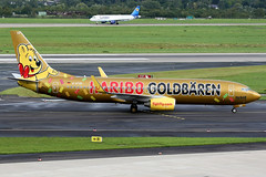 TUIfly | Boeing 737-800 | D-ATUD  Gold Haribo livery | Dusseldorf International (Dennis HKG) Tags: plane canon airplane airport aircraft 1d boeing dusseldorf haribo tui 737 planespotting 737800 dus boeing737800 boeing737 100400 eddl datud tuifly