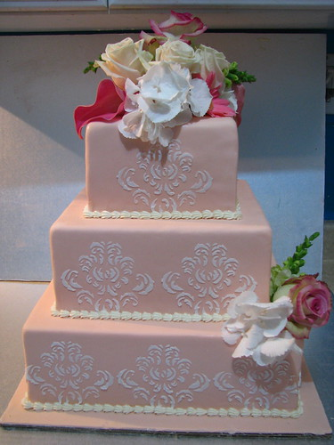 Damask Design Wedding cake: Old money Opulence