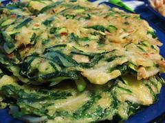 Pajeon: Korean Pancake with Zucchini & Seaweed // My bro & his lovely pal made this (Sarah Scheffer) Tags: seaweed green cooking vegetables closeup vegan korea korean homemade vegetarian pan zucchini flour fried eggless pajeon