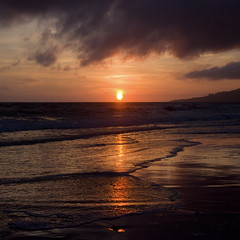 Puesta de sol - Sunset (Pilar Azaña Talán ) Tags: españa color luz sol sunrise mar andalucía spain peace paz playa arena amanecer cielo nubes cádiz belleza select tarifa nubarrones momentomágico pilarazañatalán copyright©pilarazañatalán