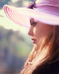 Simply Beautiful (_Paula AnDDrade) Tags: light portrait luz colors face hat canon hair cores nose colours bokeh perfil retrato profile lips boca cor nariz desfoque 5dmarkii