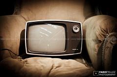 Sr. Televisor (Fabio Téllez) Tags: argentina buenosaires barrio televisor sillón colegiales antigüedad fabiotéllez