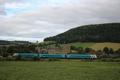 Train at Stokesay Castle (Keith Wilko) Tags: arriva arrivatrains dieseltrain multipleunit diesels trains stokesaycastle englishheritage castles castle stokesay cravenarms shropshire salop trainsinshropshire hills greenfields farming agriculture railways train