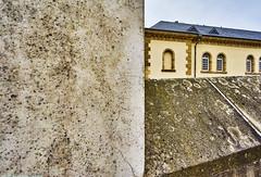 Luxembourg Unterstadt Neumunster Farbe 1 (rainerneumann831) Tags: architektur luxembourg mauer neumnster linien betonmauer