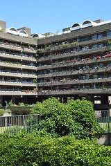 DSC_9887 (coffeebucks) Tags: barbican barbicancentre brutalism modernism barbicanestate cityoflondon london architecture chamberlinpowellandbon lakesideterrace