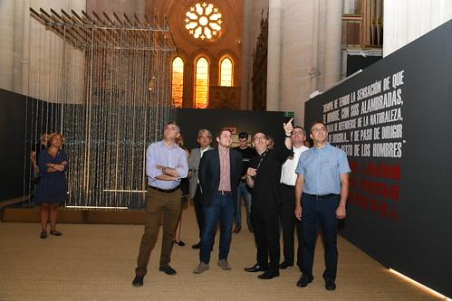 El portavoz del Gobierno regional visita la exposición 'La Poética de la Libertad'