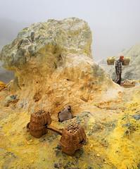 java - ijen (peo pea) Tags: indonesia giava java ijen cratere crater volcano vulcano hard work yellow miners minatori mine sulfur zolfo esalazioni leica laical landscape hell paradise