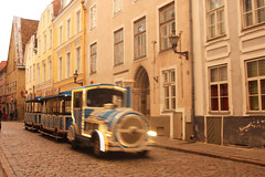 Trenet per Tallin / Little train in Tallin (miquelopezgarcia) Tags: eesti estonia traveller flickrtravelaward travelphotography estiu summer august agost canon eos 450d travelling train tren trenecito tourism tourists street tallin estii capital city center ciutat ciudad baltic balticrepublics balticsea tourisme turismo turisme 2014 demataro followme favme thebest architecture arquitectura art medieval gothic tower campanar campanario canon450d tamronlenses miquellopez calle urban worldheritage aire libre dawn capvespre warm calids