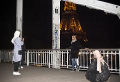 Passerelle Debilly Visitors (ijp01) Tags: france paris 7tharrondissement passerelledebilly bridge archbridge footbridge eiffeltower women tourist night graffiti pose landmark flash